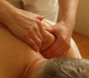 Behandla smärta med naprapati